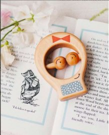Ekologisk bitring & skallra, Teether Blue Dress Girl - Friendly Toys